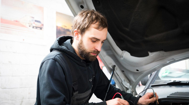 Reparaturen von KFZ sämtlicher Hersteller, Automobile Genieser, Restauration, Instandsetzung